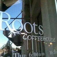 Foto tirada no(a) Roots Coffeehouse por Mark C. em 1/13/2012