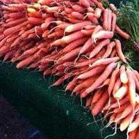 Foto scattata a Hillcrest Farmers Market da c il 2/27/2011