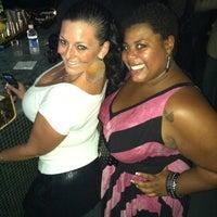 Das Foto wurde bei Indigo Bar & Lounge von Hella F. am 11/24/2011 aufgenommen