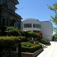 Foto diambil di Crocker Art Museum oleh Gerald pada 7/28/2012