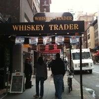 Photo prise au Whiskey Trader par Angie B. le9/17/2011