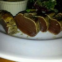 Das Foto wurde bei Houston's Restaurant von Fe I. am 1/8/2012 aufgenommen