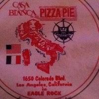 Foto scattata a Casa Bianca Pizza Pie da qi d. il 4/13/2011