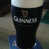 Foto tomada en K. C. Branaghan's Irish Pub por Jenny D. el 5/16/2012
