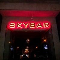 Foto tomada en Skybar Lounge por Candice M. el 12/8/2011