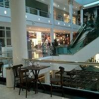 รูปภาพถ่ายที่ Shopping Crystal โดย Gabriella C. เมื่อ 4/26/2012