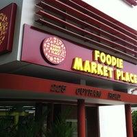 Foto scattata a Foodie Market Place da Don Q. il 11/6/2011