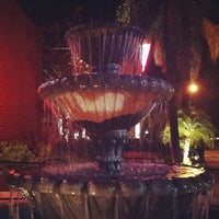 Foto scattata a BJ's Restaurant & Brewhouse da Jules S. il 11/22/2011