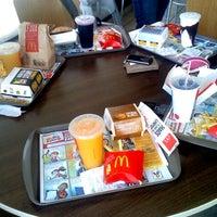 Foto tirada no(a) McDonald's por Daiana A. em 9/5/2012