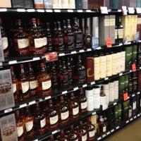 Photo prise au Argonaut Wine & Liquor par Destiny D. le4/11/2012