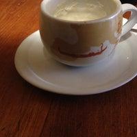 รูปภาพถ่ายที่ Le Petit Cafe โดย Yael B. เมื่อ 2/12/2012