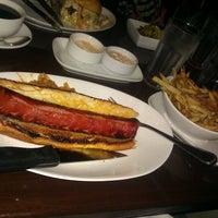 Foto tirada no(a) 5 Napkin Burger por funky f. em 10/24/2011