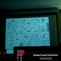 Photo prise au Classroom Building par Dollie M. le6/5/2012