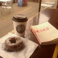 Das Foto wurde bei Top Pot Doughnuts von PiperVsPiper am 2/27/2012 aufgenommen