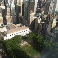 Foto tirada no(a) Bank of America Tower por Marc N. em 8/5/2012