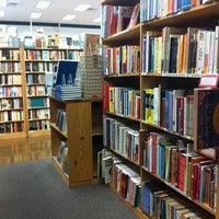 Photo prise au Half Price Books par Valeka C. le6/28/2012