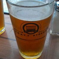Das Foto wurde bei Pratt Street Ale House von Brittany B. am 8/7/2012 aufgenommen