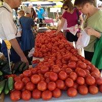 Photo prise au Broad Ripple Farmers Market par Lorraine B. le7/21/2012