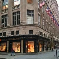 Foto tomada en Saks Fifth Avenue por Woldy R. el 4/19/2012