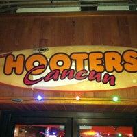 Foto tomada en Hooters por J. K. el 3/25/2012