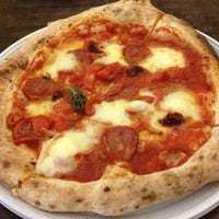 Foto scattata a Pizzeria O' Vesuvio Napoletana Forno Legna da Stefano C. il 9/5/2012