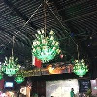รูปภาพถ่ายที่ Mahoney's Pub & Grille โดย Erin W. เมื่อ 3/17/2012