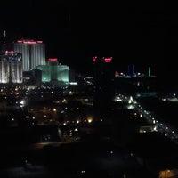 รูปภาพถ่ายที่ Bally's Casino & Hotel โดย Rockie T. เมื่อ 8/27/2012