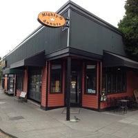 5/27/2012 tarihinde Chuck P.ziyaretçi tarafından Mighty-O Donuts'de çekilen fotoğraf