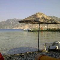 รูปภาพถ่ายที่ Mavi Deniz โดย Cansu M. เมื่อ 8/10/2012