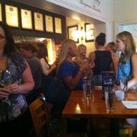 Foto tirada no(a) Harts Pub por Sean G. em 2/23/2012