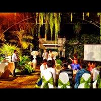 Foto diambil di Bankampu Tropical Café oleh Nucifer M. pada 5/12/2012