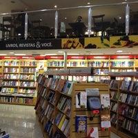 Foto tirada no(a) Saraiva MegaStore por Filipe P. em 6/6/2012
