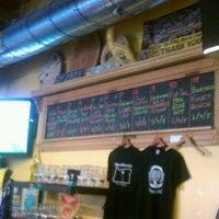 Снимок сделан в The BeerMongers пользователем brent w. 7/8/2012