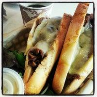 Das Foto wurde bei La Tour Cafe von Kolohe B. am 8/15/2012 aufgenommen