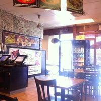 Foto tomada en Oliveo Grill por Matthew C. el 8/19/2012
