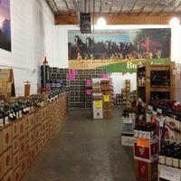 Foto tirada no(a) Liquor Barn por Jason M. em 5/28/2012