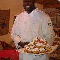 4/14/2012にRoamilicious.comがArtisan Foods Bakery & Caféで撮った写真