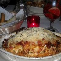 Foto tomada en Lasagna Restaurant por Sophia P. el 2/21/2012