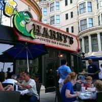 รูปภาพถ่ายที่ Harry's Oyster Bar & Seafood โดย Jacqui S. เมื่อ 8/18/2012