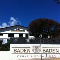 Foto tirada no(a) Cervejaria Baden Baden por Guilherme V. em 6/17/2012