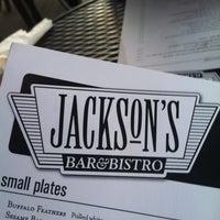 Foto tomada en Jackson's Bar & Bistro por Experience N. el 4/24/2012