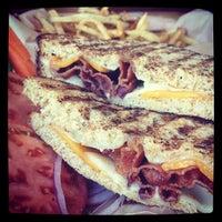 Foto tomada en Kua'āina Sandwich por Aaron L. el 3/30/2012