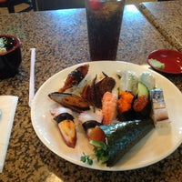 Foto tirada no(a) Makino sushi and seafood buffet por Chung em 7/18/2012