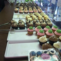 7/8/2012에 Doni W.님이 Jilly's Cupcake Bar & Cafe에서 찍은 사진