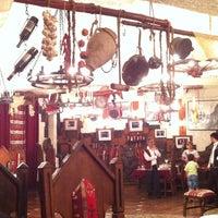 รูปภาพถ่ายที่ Old Erivan Restaurant Complex โดย Alyona T. เมื่อ 8/16/2012