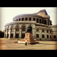 Снимок сделан в Армянский театр оперы и балета им. Спендиарова пользователем stanislav o. 7/31/2012