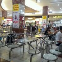 Foto tirada no(a) Araguaia Shopping por Ângelo Roosevelt M. em 8/3/2012