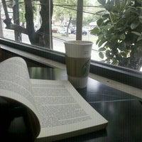 Снимок сделан в Starbucks пользователем @LaCondesaDF M. 7/16/2012