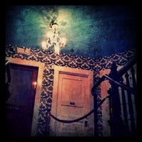 Das Foto wurde bei The Upstairs von Katy M. am 6/3/2012 aufgenommen