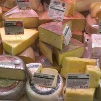 Foto tomada en Murray's Cheese por Alexander T. el 6/9/2012
